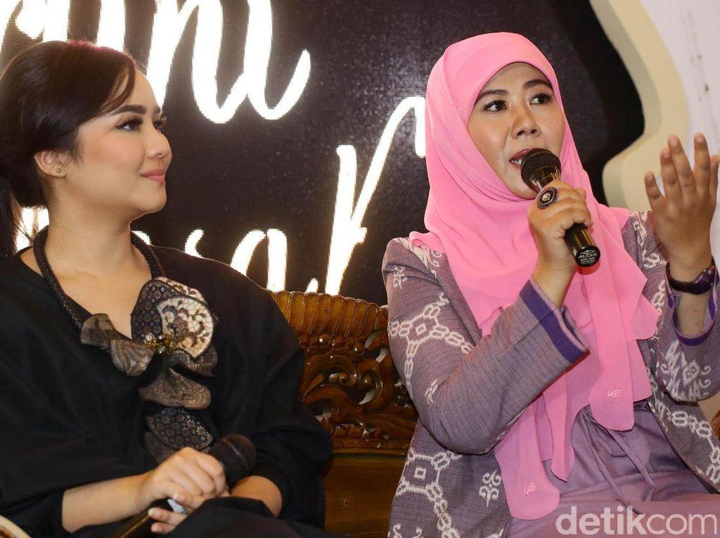 Sementara itu penulis novel dan cerpen Indonesia Asma Nadia mengungkapkan jika gender di Indonesia sudah tidak dipermasalahkan lagi karena kini wanita di Tanah Air sudah sangat dibebaskan untuk diberi ruang berkarya.