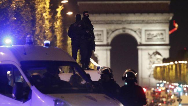 Penabrak Mobil Polisi di Perancis Awak Gerakan Islam Radikal