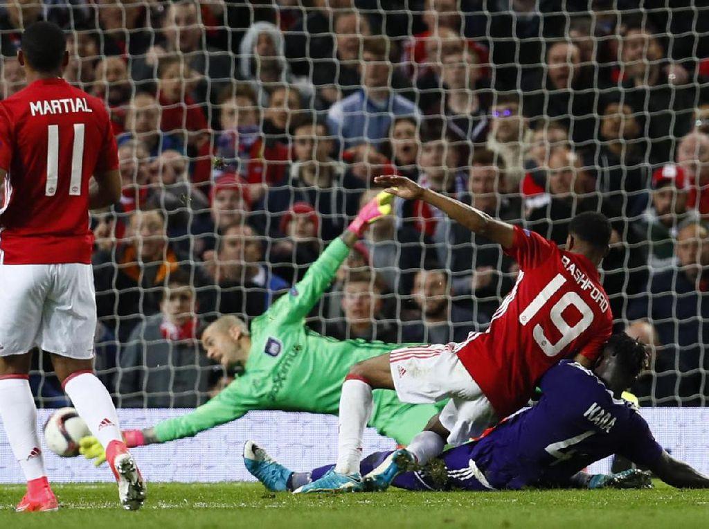 MU akhirnya bisa mencetak gol kemenangan lewat Marcus Rashford di menit 108. Reuters/Jason Cairnduff.