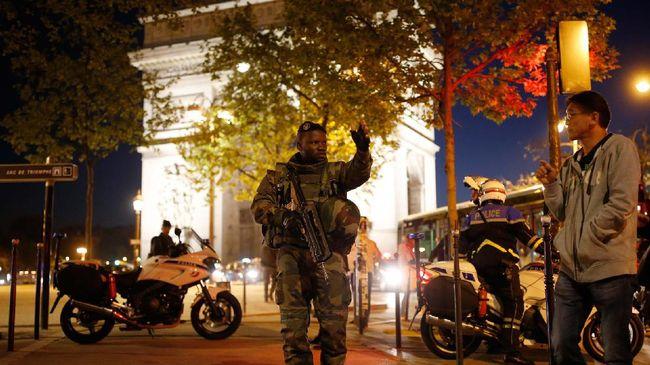 Mobil Pria Bersenjata Tabrak Kendaraan Polisi di Perancis