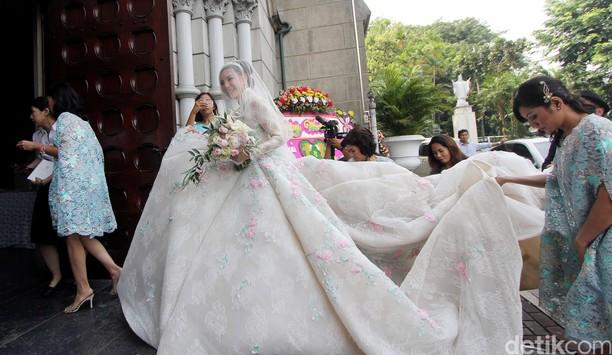 Cantiknya Olga Lidya dalam Gaun Pernikahan