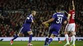 <p>Namun, masih di babak pertama, gelandang Anderlecht Sofiane Hanni berhasil menyamakan kedudukan. (Reuters / Andrew Yates)</p>
