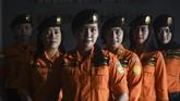 (kiri ke kanan) Rescuer perempuan Basarnas Santi Prima, Nanik Tut Sanafi, Berty Iswandini, Heni Setiawati, Imsyah Mashana dan Putri Iriyanti. (ANTARA FOTO/Zabur Karuru).