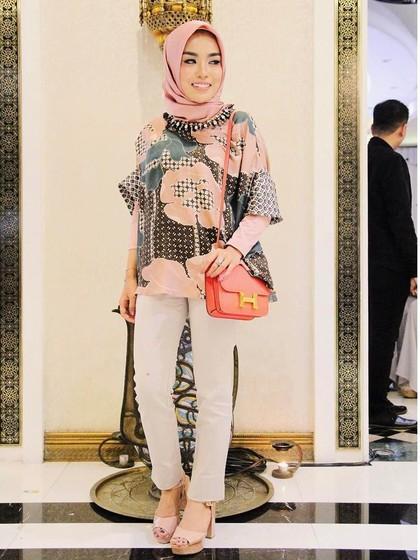 Medina Zein, Kartini Milenial Berhijab yang Jadi Miliuner di Usia 24