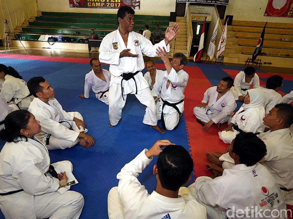 Kegiatan ini fokus pada pembekalan materi yang mencakup teknik dan strategi ilmu beladiri khususnya karate.