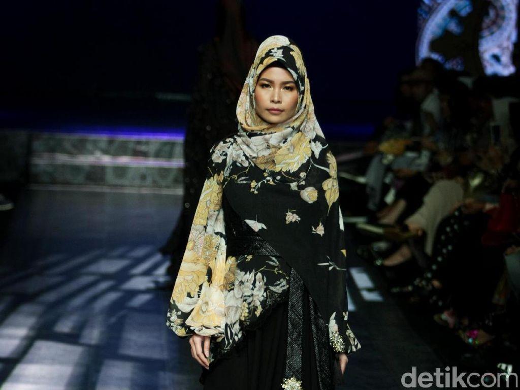 Foto: Koleksi Manjha Hijab by Ivan Gunawan di JFFF 2017