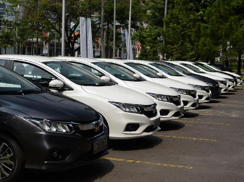 RI Harus Bikin Sedan Sendiri, Supaya Nggak Jadi Importir Mobil