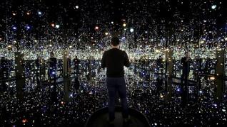 Selfie atau Kontemplasi di Infinity Room Yayoi Kusama