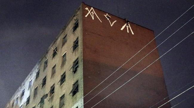 Fotografer Marthe Cooper mengaku mengagumi ekspresi seni di Sao Paulo. Menurutnya itu bukan vandalisme. Simbol Pichacao bahkan bisa ditemukan di Berlin Biennale, Cartier Foundation di Paris, juga di Sao Paulo Fashion Week sendiri. (REUTERS/Nacho Doce)