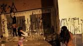Padahal Iaco pun tidak termasuk Pichadores, yang dianggap sebagai 'sampah' masyarakat urban. Pichadores juga disebut berkaitan dengan gangster di Sao Paulo, meski itu tak terbukti. Meski begitu, Pichadores sebenarnya juga punya pengagum di dunia. (REUTERS/Nacho Doce)