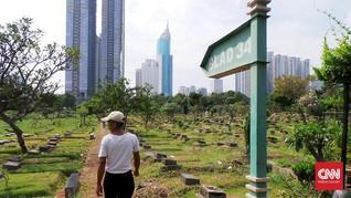 Perawat Makam TPU Karet Bivak Tetap 'Ngantor' Jelang Lebaran