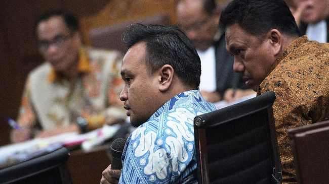 KPK Sita Dokumen Usai Geledah Rumah Keponakan Setnov