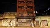 Tidak seperti di kota-kota lain, dinding di Sao Paulo Brasil bukan kanvas terbuka untuk kuas para seniman jalanan. Walikota Joao Doria baru saja menyatakan 'perang' terhadap pembuat grafiti di dinding-dinding Sao Paulo. (REUTERS/Nacho Doce)