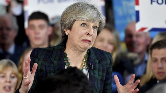 Dua Menteri Mundur, Theresa May Rombak Kabinet