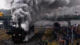 Perayaan Unik Kereta Api Uap di Polandia
