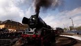 Menjadi kawasan konservasi sejak beberapa dekade lalu, Wolsztyn diperkirakan dibangun antara 1895 hingga 1905. Sebuah kereta uap bikinan Jerman diabadikan sebelum dimulainya Steam Engine Parade. (REUTERS/Kacper Pempel)