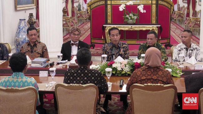 Jokowi Gratiskan Biaya Kirim Buku ke Daerah
