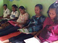Di Puskesmas Siso saat ini ada 3 ibu hamil. Mereka adalah Siti Rao (23) yang sedang hamil 7 bulan, Imelda Sanam (29 tahun) sedang hamil 6 bulan atau 23 minggu, dan Rinca Nisa (32) sedang hamil 3 bulan.