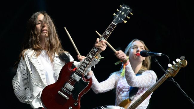 Haim Tampil Bawakan Lagu Baru di 'Saturday Night Live'