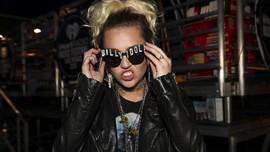 Alasan Miley Cyrus-Liam Hemsworth Menikah Diam-diam