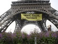 Protes Program Le Pen, Aktivis Pasang Poster di Menara Eiffel
