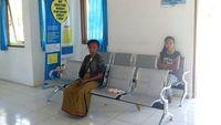 Saat memasuki gedung tersebut, sudah terlihat ruang administrasi dan berjejer bangku-bangku untuk pasien yang menunggu berobat. (Foto: drg Dewi Natalia)