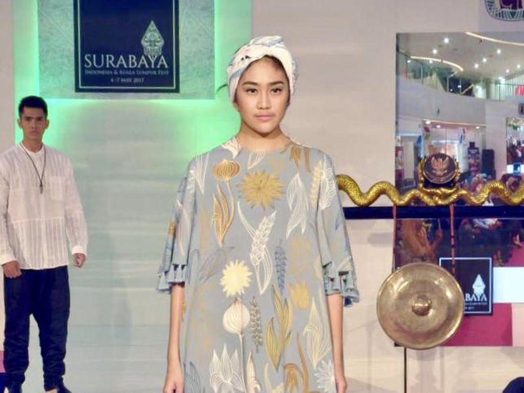 Foto: Koleksi Busana Muslim Kabana by Itang Yunasz