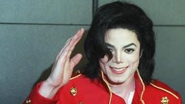 Sepatu Debut 'Moonwalk' Michael Jackson Bakal Dilelang