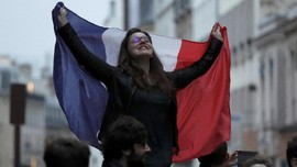 Semarak Hari Kemenangan Macron