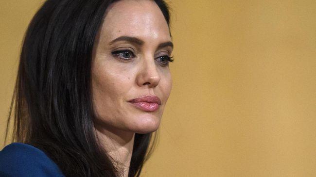 Angelina Jolie Curhat Upaya Pertahankan Hubungan dengan Pitt
