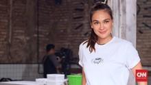 Demi 'Suzzanna', Luna Maya Makan Bunga Melati Basi