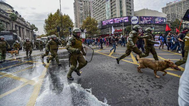 Warga Chile Kesulitan Cari Sembako Akibat Kerusuhan