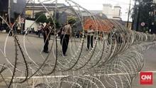 Massa Aksi 212 Ramai, Kawat Berduri Tutupi Akses ke Istana