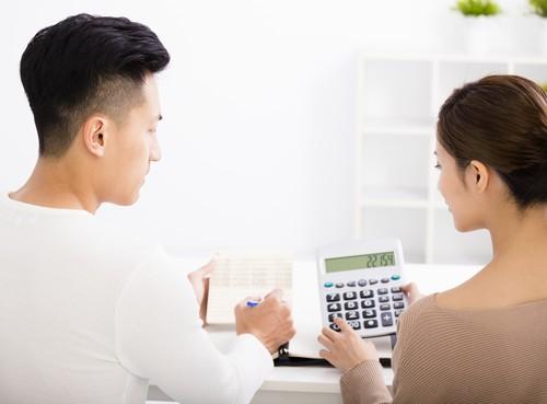 Tips Mendiskusikan Masalah Keuangan dengan Suami