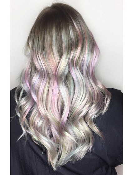 Tren Warna Rambut Mutiara yang Populer di Instagram