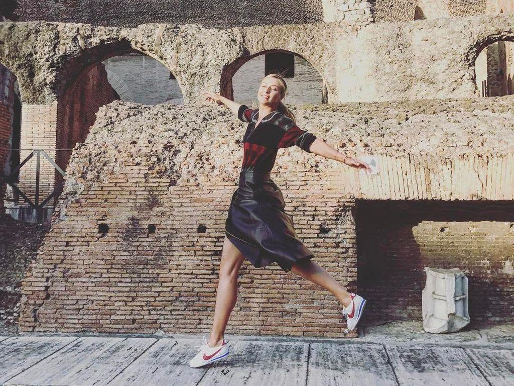 Sharapova menari di tengah Colosseum (Foto Instagram @mariasharapova)