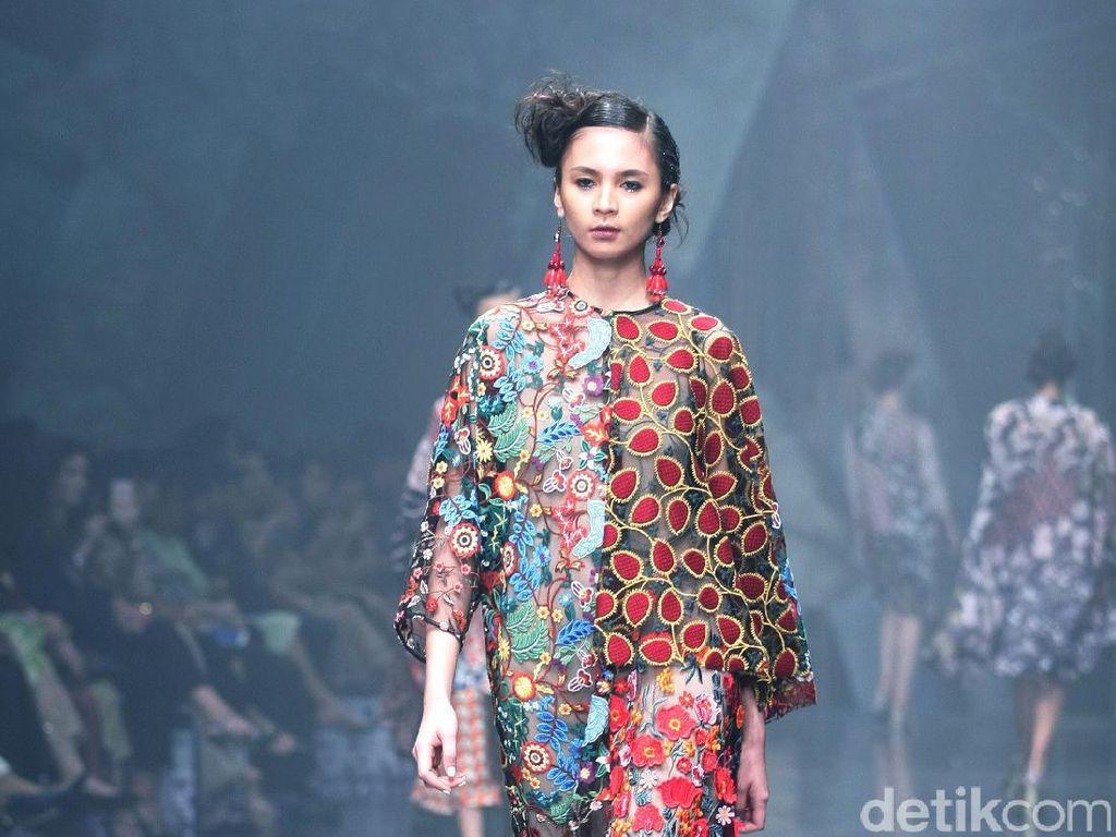 Foto: 30 Koleksi Terbaru Biyan Wanaatmadja