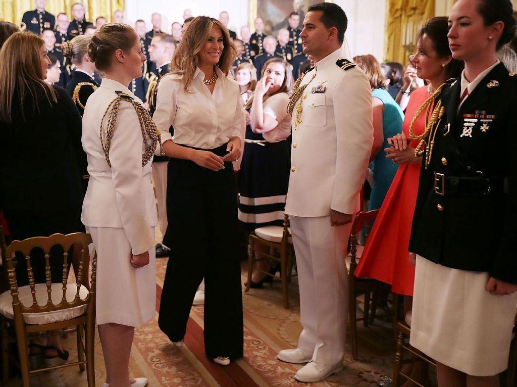 Adu Gaya Melania vs. Ivana Trump, Siapa First Lady Sejati?