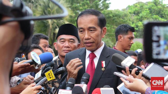 Makna di Balik Frasa 'Gebuk PKI' Jokowi