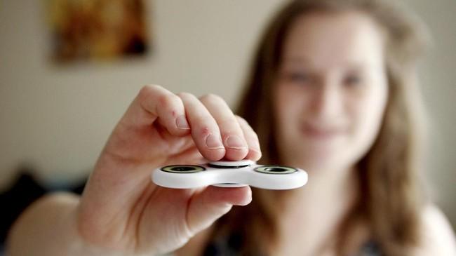 Spinner berbentuk seperti piringan cakram dengan bearing atau bantaalan berporos yang bisa berputar. (REUTERS/Tom Jacobs)