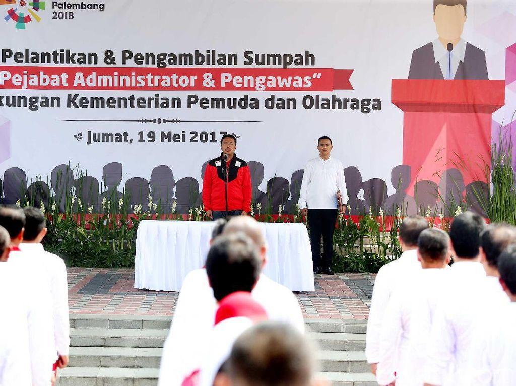 Pelantikan dan sumpah jabatan dengan konsep menggunakan kostum olahraga ini adalah yang pertama kalinya dilakukan di Indonesia.