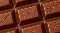 Cokelat enak dikonsumsi, apalagi saat mood sedang jelek karena menahan lapar. Hanya saja konsumsinya harus dibatasi, mengingat 100 gram cokelat mengandung 535 kalori. (Foto: Thinkstock)