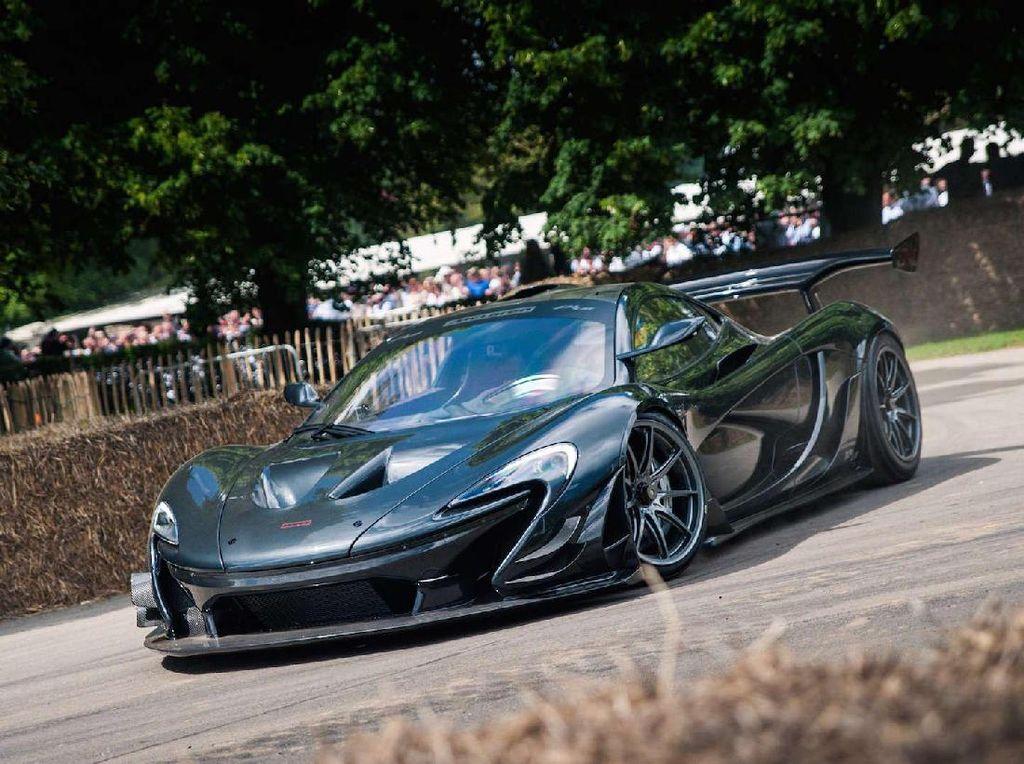 Mobil termahal di dunia hingga Maret 2017, jatuh ke tangan McLaren P1 LM. Mobil ini dibanderol USD 3,7 juta. Mobil yang dibangun dengan platform P1 ini ditawarkan dengan mesin V8 Twin-turbo dengan kapasitas mesin 3.8 liter. Sehingga mobil ini bisa memiliki tenaga hingga 1.000 daya kuda. Foto: McLaren