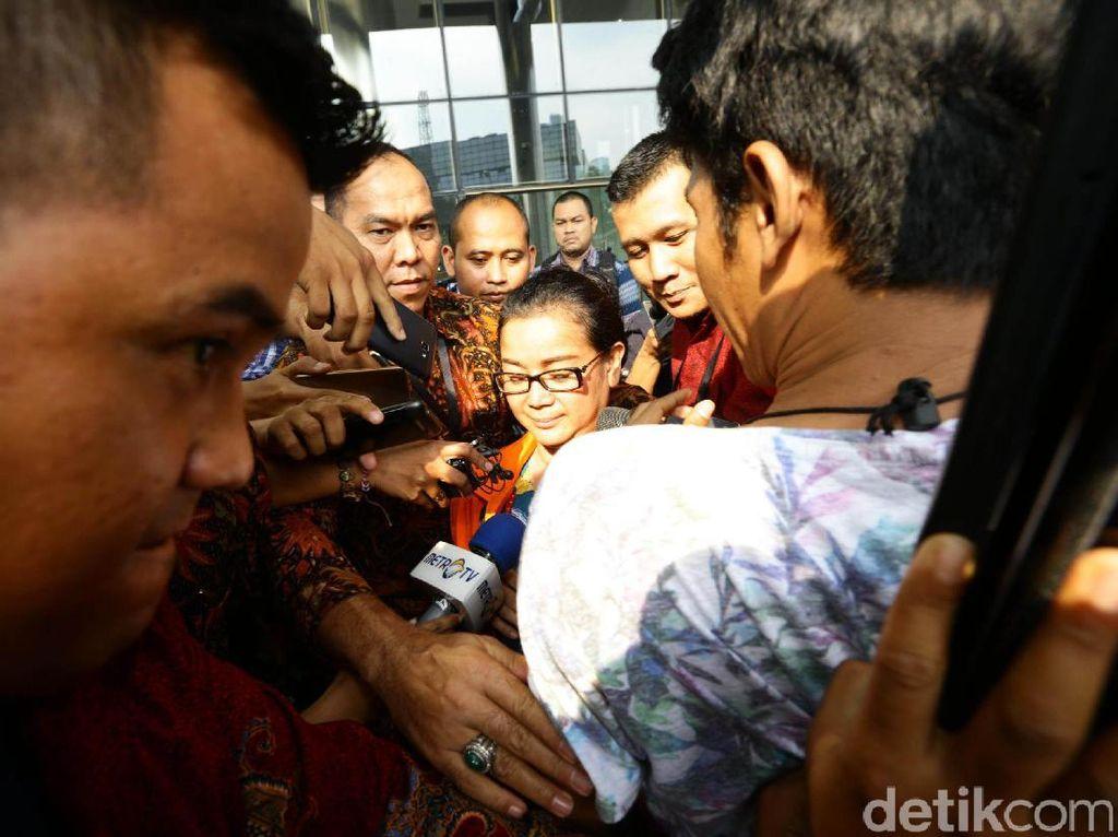 Miryam telah ditetapkan sebagai tersangka dugaan memberi keterangan tidak benar atau keterangan palsu pada 5 April 2017. Dugaan keterangan palsu itu disebut KPK diberikan Miryam saat persidangan dugaan korupsi e-KTP dengan terdakwa Irman dan Sugiharto pada 30 Maret 2017.