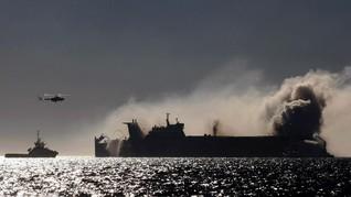 Kapal Barang Meledak dan Terbakar di Tulehu Ambon