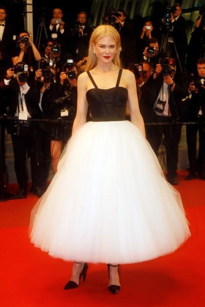 Rumitnya Gaun Cantik Nicole Kidman yang Dibuat Tangan Selama 150 Jam