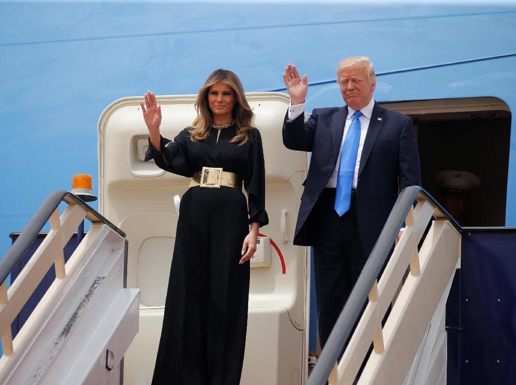 Foto: 7 Gaya Busana Melania Trump yang Paling Kontroversial