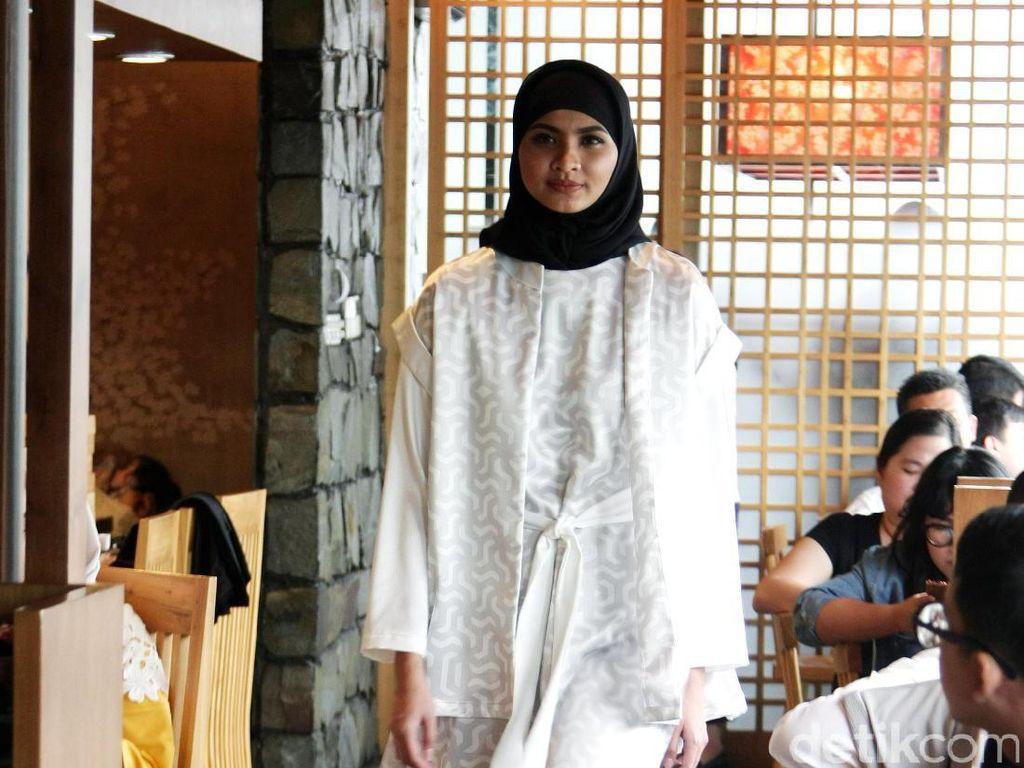 Foto: 10 Koleksi Baju Muslim Terbaru Restu Anggarini dan (X) S.M.L