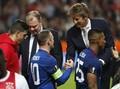 Edwin van der Sar Bantah Kembali ke Manchester United