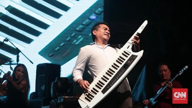 Lagu hits seperti Kau Datang dan Sekitar Kita dilantunkan, ditambah lagu baru, yang kemudian ditutup dengan Gemilang. (CNN Indonesia/Andry Novelino)